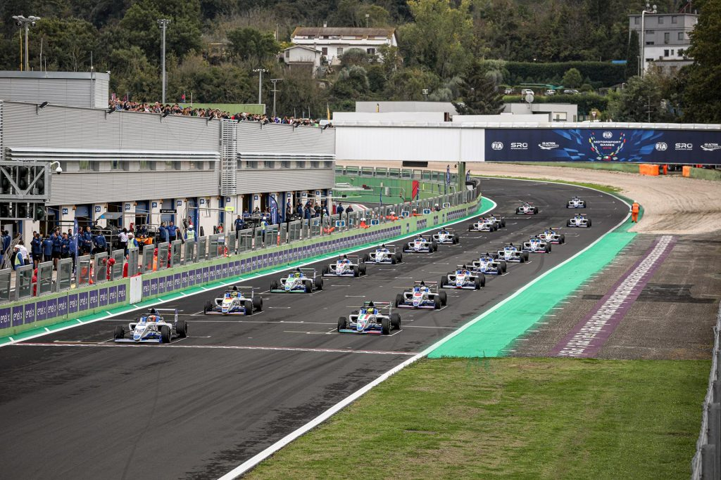 László Tóth finishes 4th on the first race of Formula 4