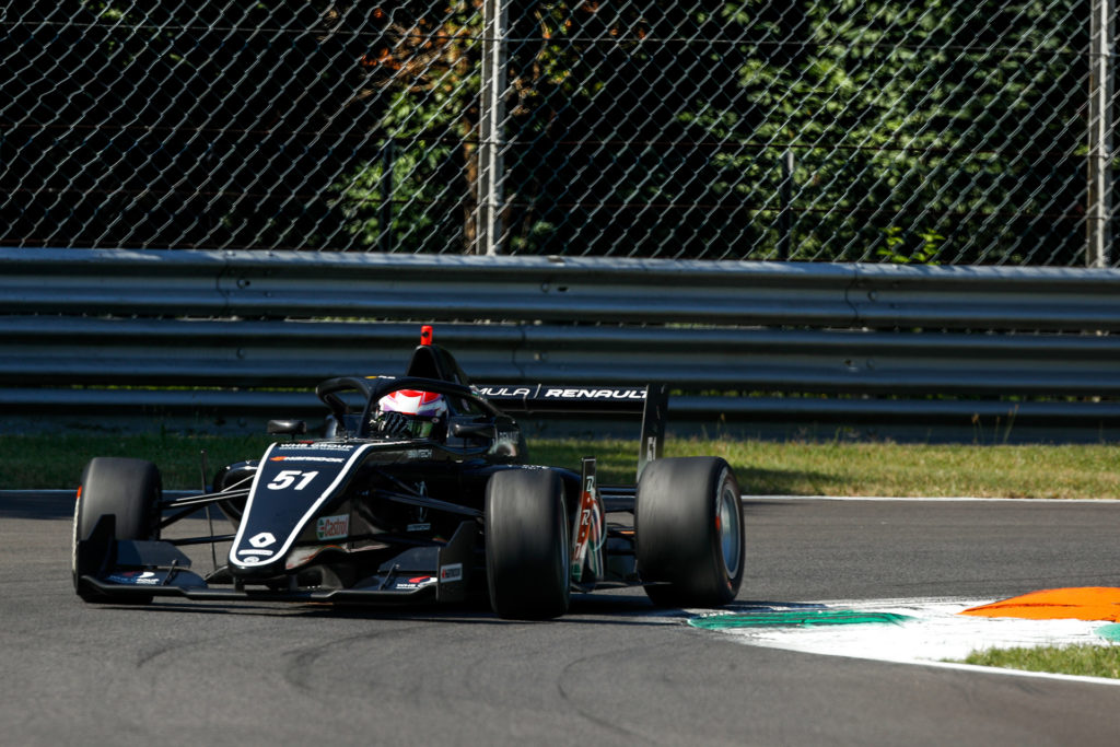 A Nürburgringen versenyez Tóth László és a Formula Renault Európa-kupa mezőnye